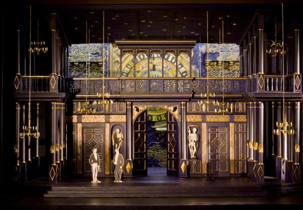 Roberto Devereux Stage at the Met http://www.lavocedinewyork.com/en/arts/2016/03/19/what-to-expect-from-roberto-devereux-at-the-